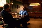 Conversa entre Sean e Lambeau num bar