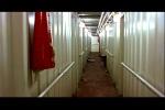 Longos corredores brancos