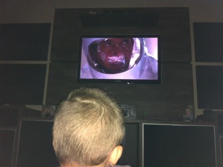 Arthur assiste ET pela primeira vez