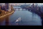 Perseguição de lancha pelo rio Tâmisa
