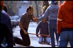 Rocky brincando com crianças
